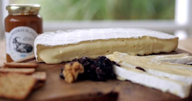 Brie y Dulce de leche de cabra